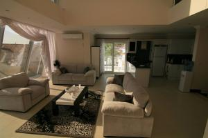 Ref: adh-397 4 Bedrooms Price 236,500 Euros